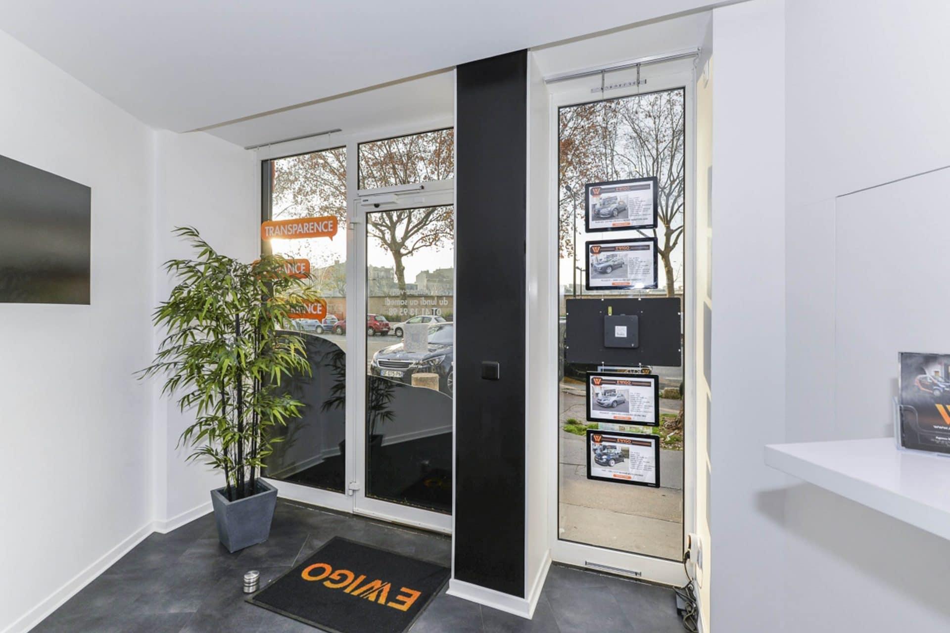 ewigo vitrinemedia vitrine lumineuse interieur etude de cas