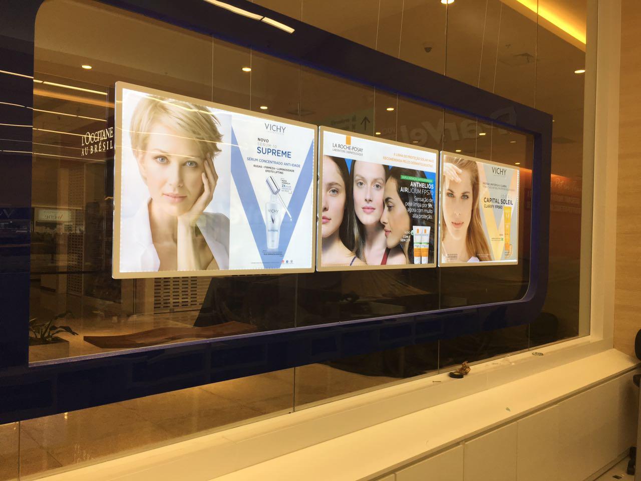 vitrinemedia vm two illuminated window display