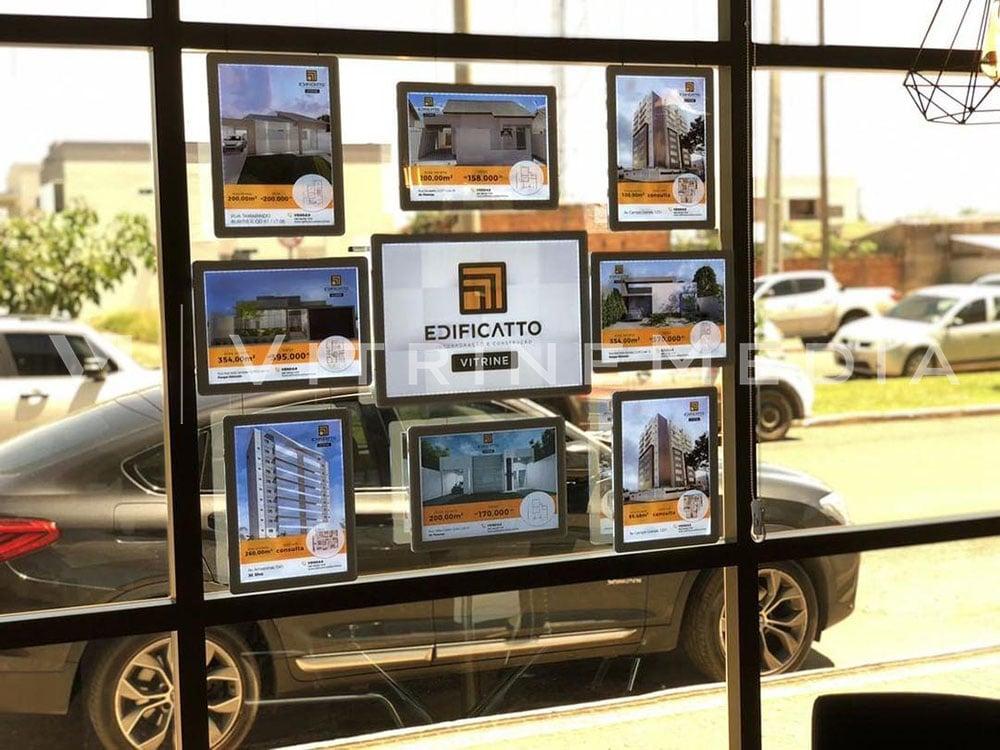 Display de LED suspenso para vitrine de imobiliária