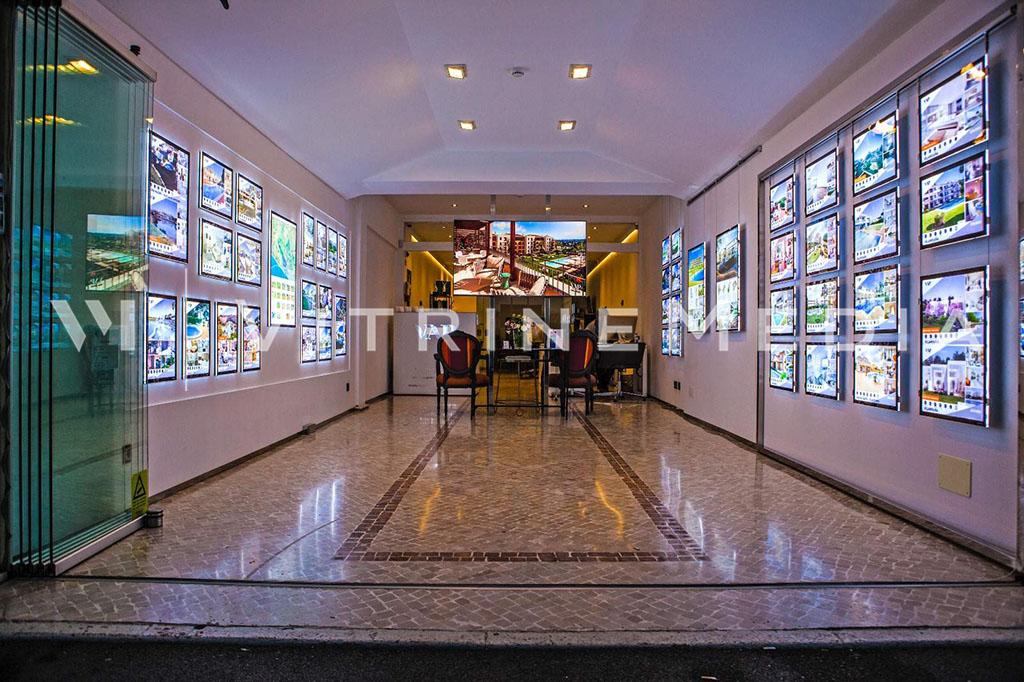 Painel para imobiliária com alta luminosidade