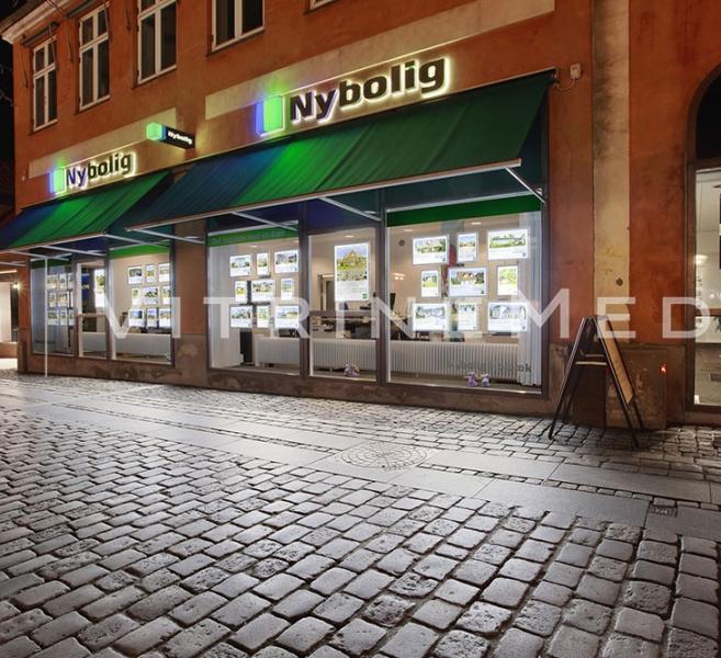 Display LED para vitrine e fachada iluminada – Modelo VM TWO – Imobiliária Nybolig