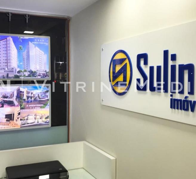 Display LED suspenso iluminado – Modelo VM TWO – Sulina Imóveis