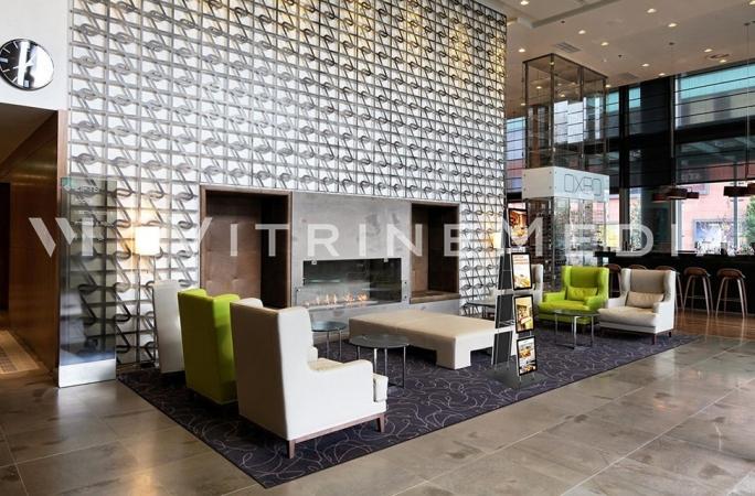 display-led-vitrine-media-portatil-para-hotel