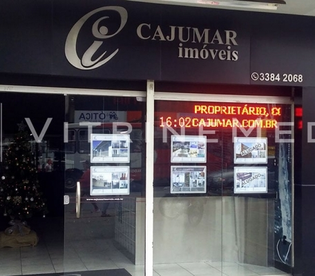 display-para-vitrine-em-led-fachada-suspenso-imobiliaria-cajumar-vm