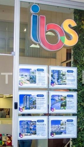 painel-de-led-imobiliaria-ibs-vitrine-media