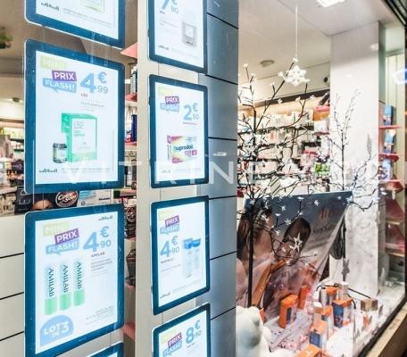painel-suspenso-janela-loja-vitrine-media