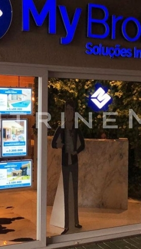 painel-luminoso-led-para-vitrine-imobiliaria-my-broker