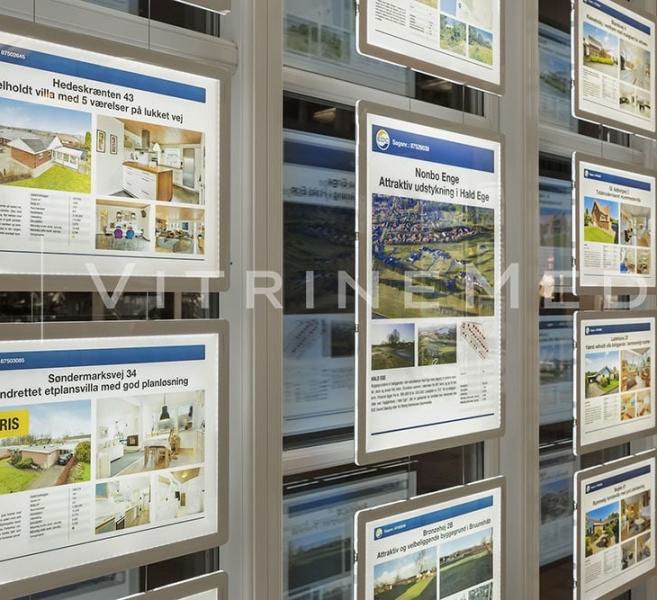 Placa iluminada suspensa para vitrine de imobiliária – Modelo VM TWO – Imobiliária EDC