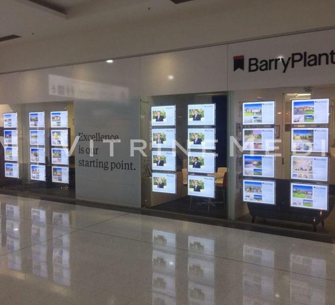 Placa LED Iluminada Suspensa para Vitrine – Modelo VM TWO – Imobiliária Barry Plant