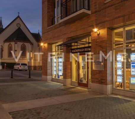 vitrine-de-imobiliaria-com-painel-suspenso-led-vitrine-media