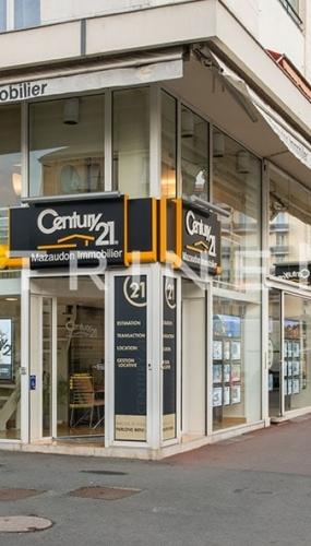 vitrine-imobiliaria-century-21-com-painel-luminoso-led