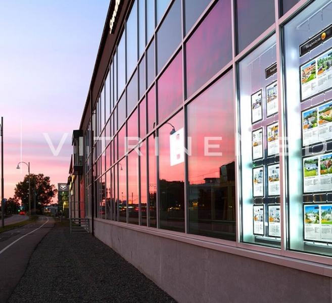 Vitrine imobiliária com Painel de LED suspenso – Modelo VM Double C2 Max – Imobiliária EDC